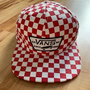VANS HAT RED & WHITE CHECKERS